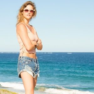 "One Teaspoon Bandit shorts in ""Pacifica"""